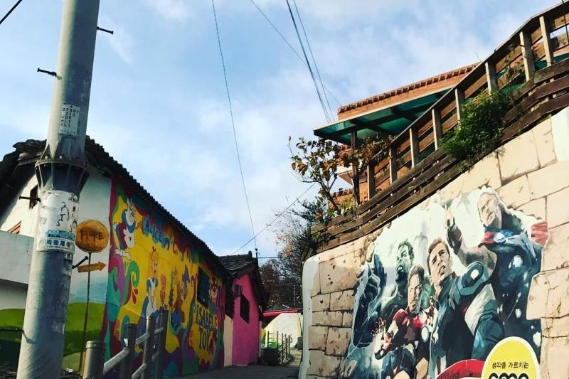 Jaman mural village trippose for Mural village