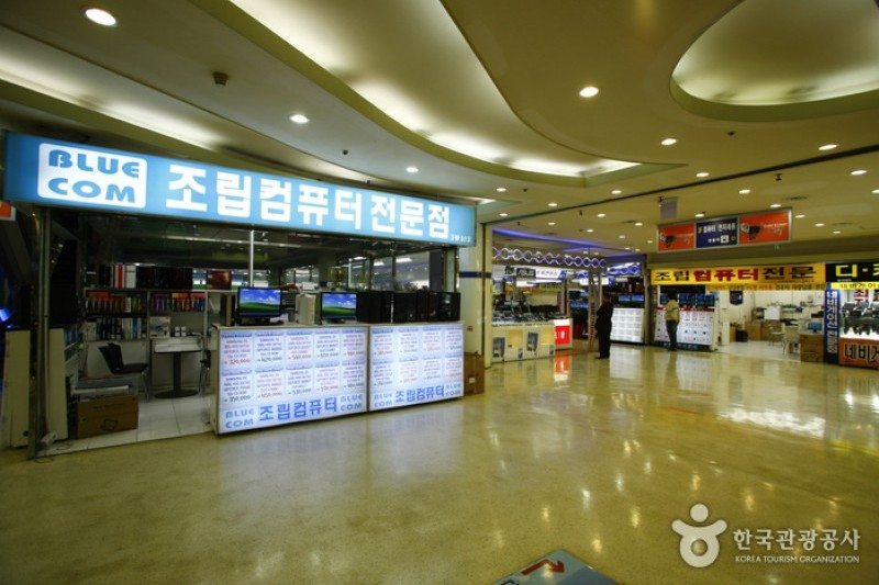 The Yongsan Electronics Market is an enormous wholesale electronics market  located near the Yongsan Train Station 6a5b9c5bced